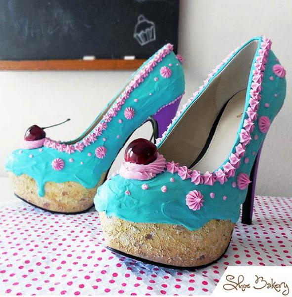 Необычная обувь в виде пирожных.