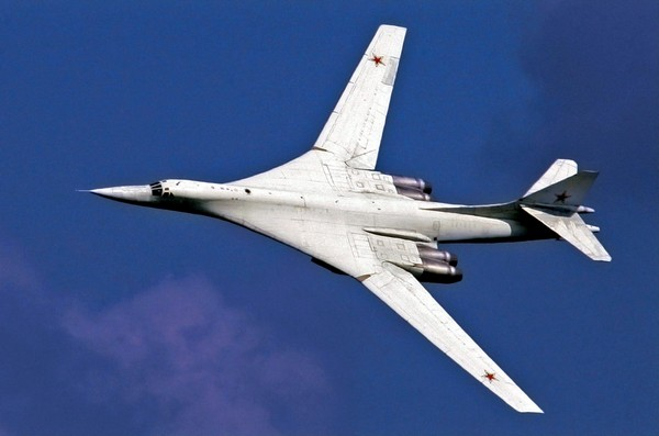 Сверхзвуковой стратегический бомбардировщик-ракетоносец Ту-160. Источник фото: mport.ua