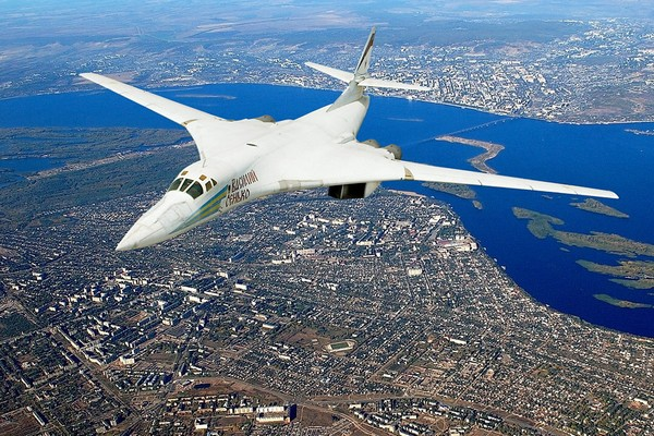 Сверхзвуковой стратегический бомбардировщик-ракетоносец Ту-160. Источник фото: russos.livejournal.com