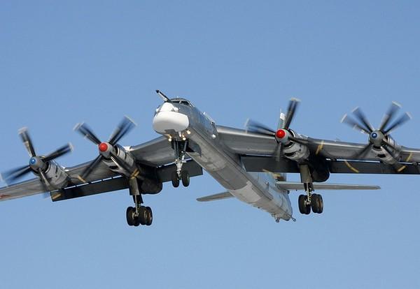 Турбовинтовой бомбардировщик Ту-95. Источник фото: topwar.ru