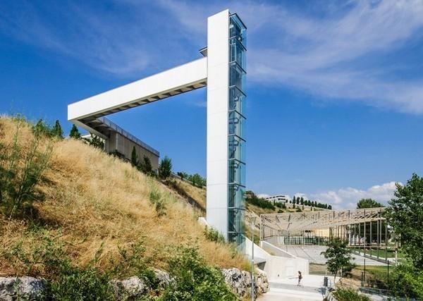 Уличный лифт в Памплоне. Источник фото: Imagina2 Visualization Studio