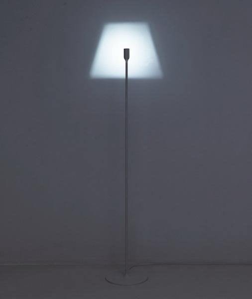 Оригинальный светильник без плафона.