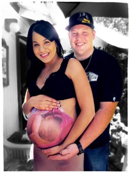 Красивый бодиарт для беременных женщин.