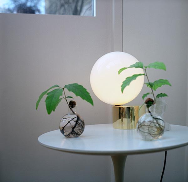 Оригинальный шарообразный светильник.