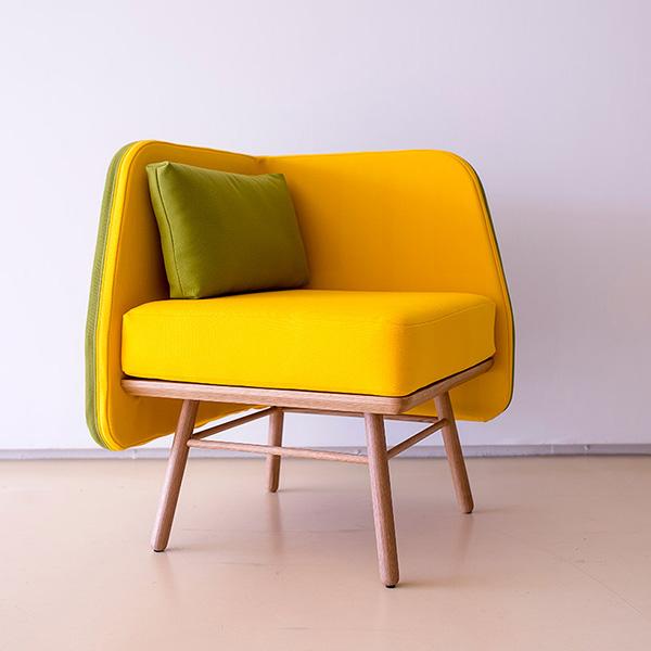 Яркие кресла от дизайнера Silvia Cenal.