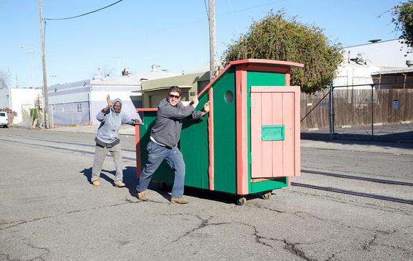Мобильный домик для бездомных.