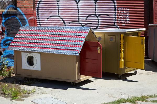Мобильное жилье для бомжей.