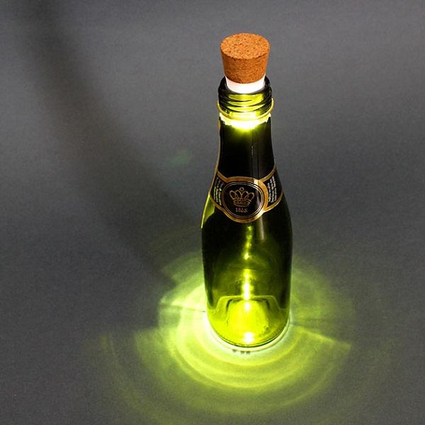 Светящиеся пробки для бутылок.