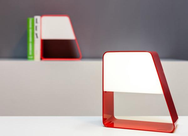 Мобильный светильник с функцией подставки для книг.