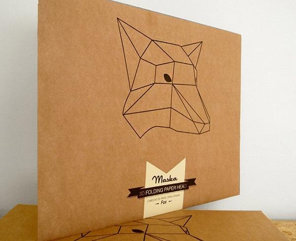 Бумажная маска в упаковке.
