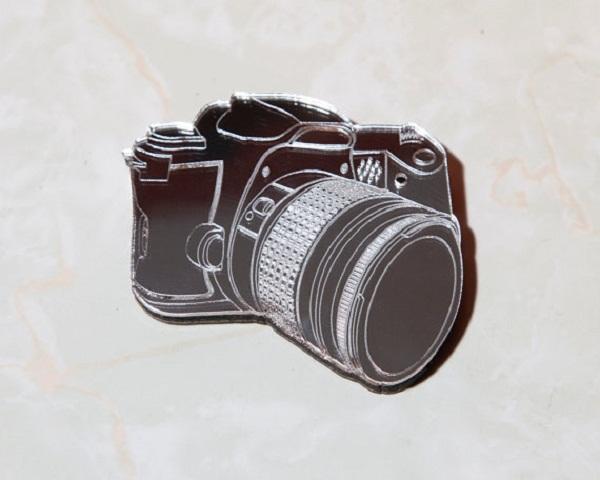 Деревянное 2D ожерелье с замаскированной камерой.