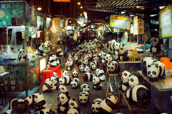 1600 фигурок панды на улицах Гонконга: выставка против вымирания животных.
