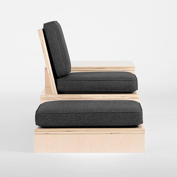 Стол-скамейка в форме лестницы.