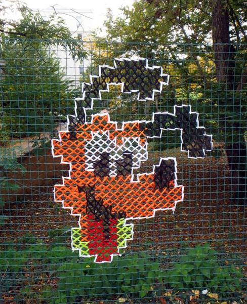 Вышивка крестом на заборе.