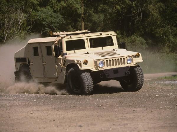 Военный внедорожник HMMWV