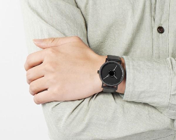 Минималистичные наручные часы Nadir Watch с перевернутыми стрелками