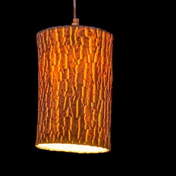 Фарфоровый светильник, имитирующий полено.