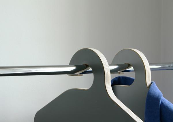 Оригинальные стулья-вешалки.