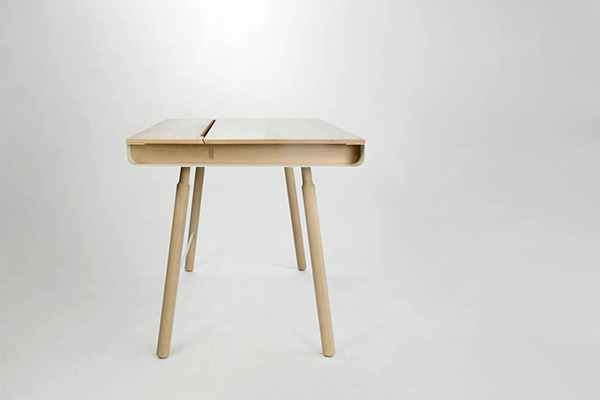 Компактный стол от Josе Dominguez и Leandro Leccese.