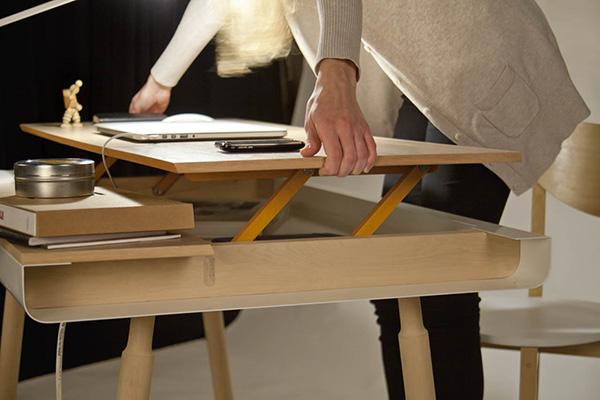 Оригинальный стол с откидной крышкой.