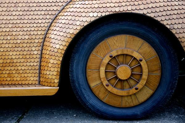 Уникальный Volkswagen Beetle из дерева.