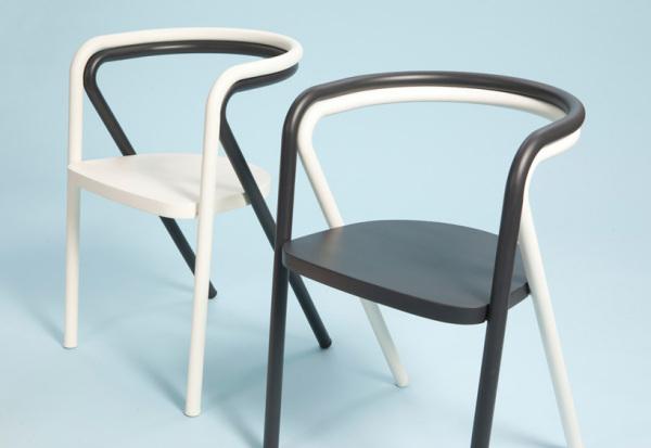 Стильные парные стулья.