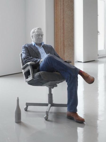 Скульптура из воска Urs Fischer.