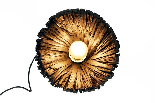 Оригинальные черные светильники.