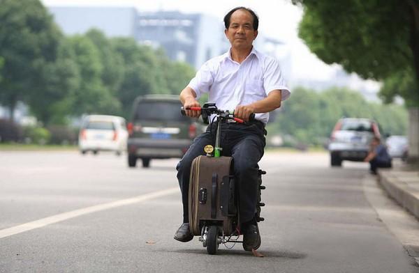Электрический скутер в чемодане