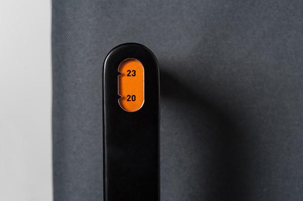 Ручка-весы показывает, что лимит превышен.