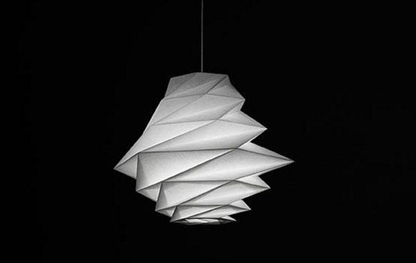 Лаконичный светильник от Issey Miyake.