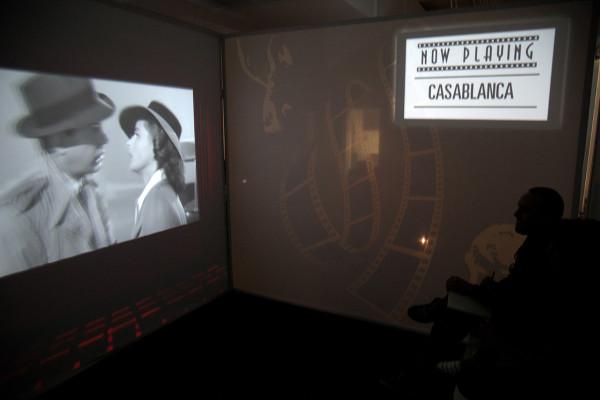 Импровизированный домашний кинотеатр.