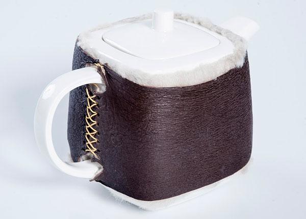 Брутальная насадка на чайник из овечьей шкуры.