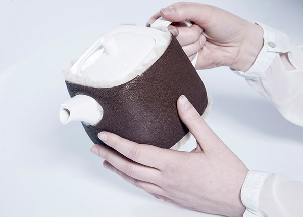 Насадка на чайник из шкуры ягненка.