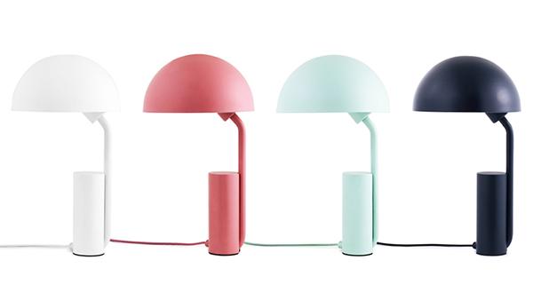 Яркие настольные лампы.