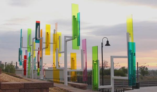 Color Field: инсталляция в сумеречном свете.