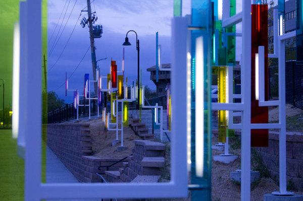 Ночной вид инсталляции Color Field.