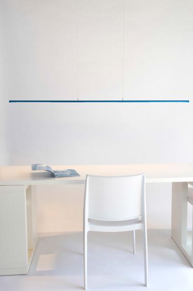Аккуратная лампа - идеальный вариант для рабочего места.