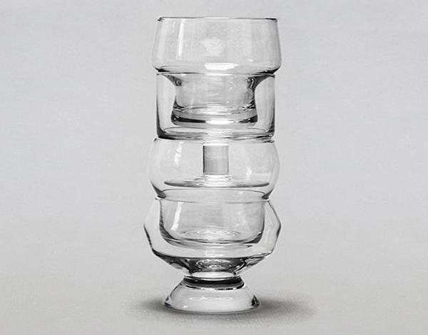 Набор бокалов, убирающихся друг в друга.