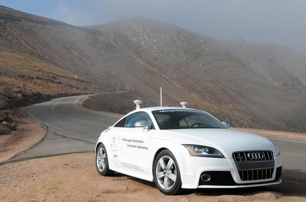 Беспилотный автомобиль AUDI TTS