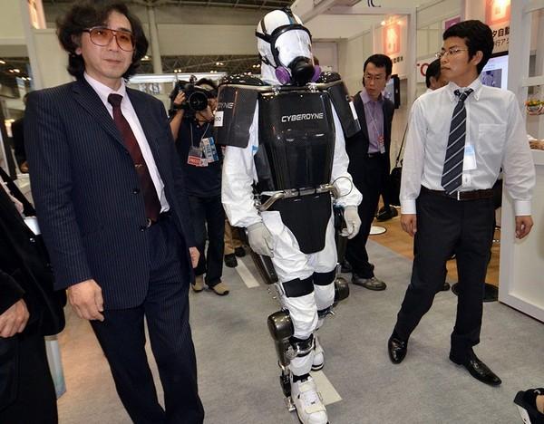 Экзоскелет Mobile Suit для ликвидации последствии аварии на Фукусиме