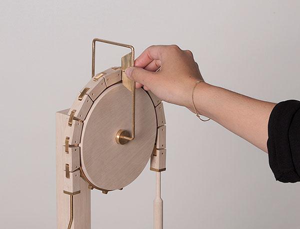 Весы в классическом стиле от Nadine Fumiko Schaub.