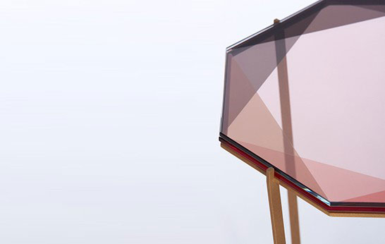 Розовый столик от Debra Folz.