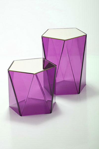 Яркие розовые столики от Spectrum West Furniture.