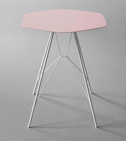 Лаконичный розовый столик от Frank Rettenbacher.