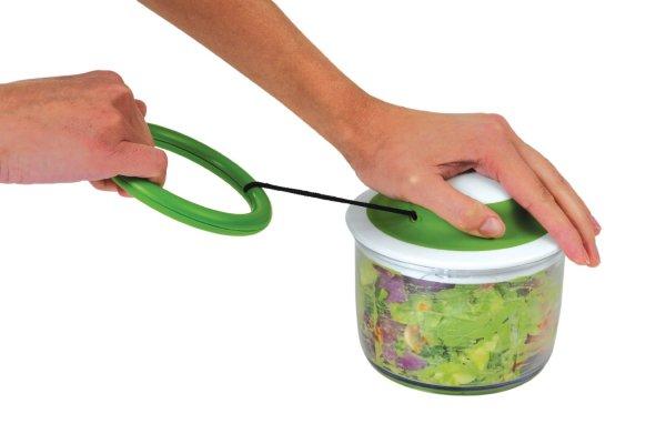 Кухонный комбайн, приводимый в действие руками.