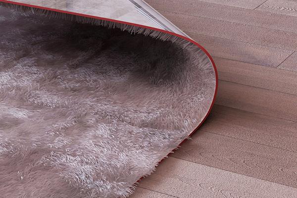 Угол ковра, используемый как столик.