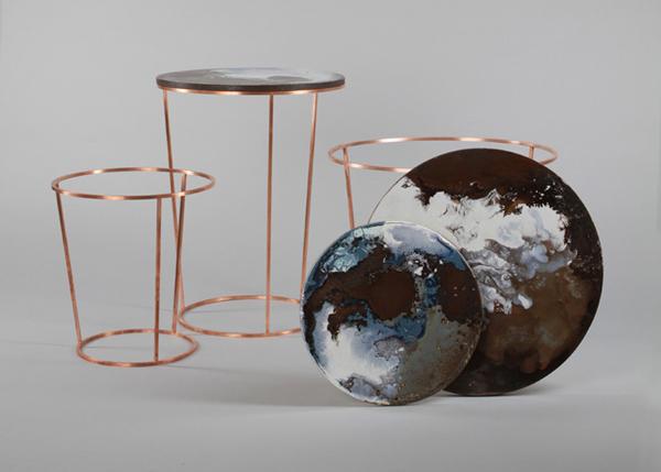 Столики, напоминающие вид на Землю из космоса.