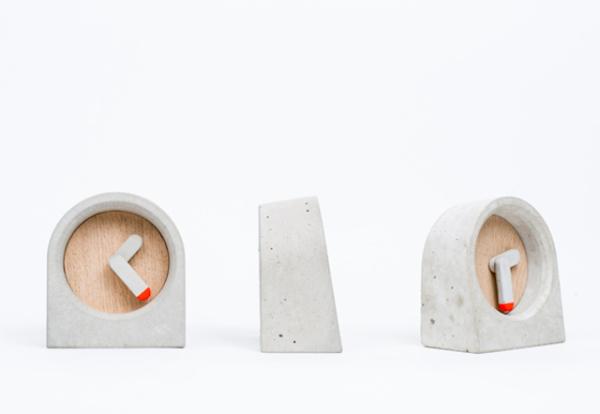 Moak Clock: часы простого дизайна из бетона и дерева.