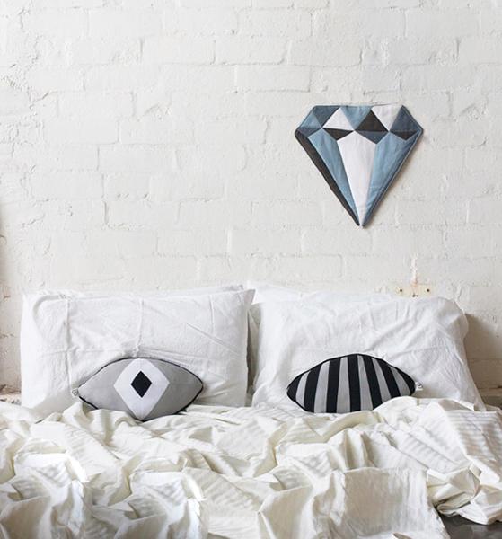Яркие подушки от Madeleine Sargent.